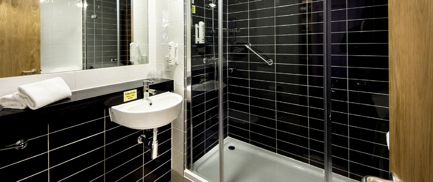 Holiday Inn Express Manchester Airport - Bathroom