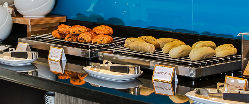 Holiday Inn Express Manchester Airport - Buffet Breakfast