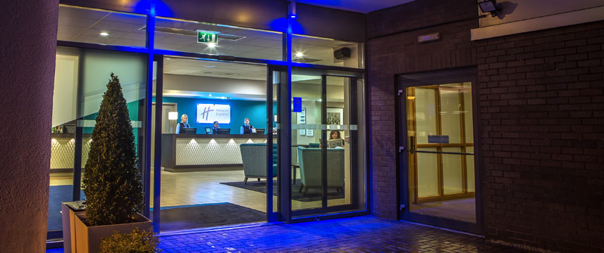 Holiday Inn Express Manchester Airport - Entrance