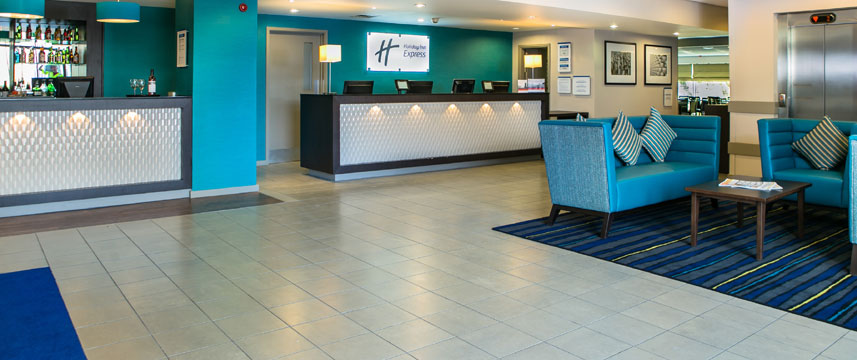 Holiday Inn Express Manchester Airport - Lobby