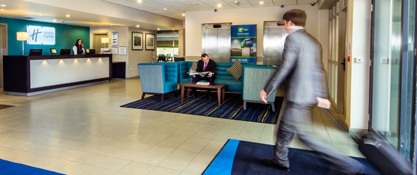 Holiday Inn Express Manchester Airport - Lobby Area