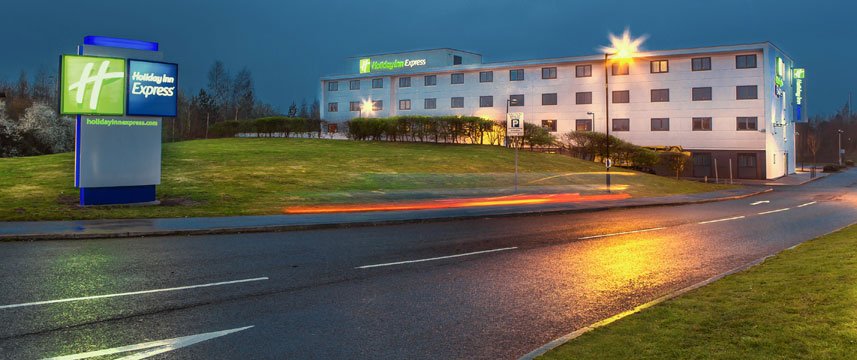 Holiday Inn Express Manchester Airport - Outside