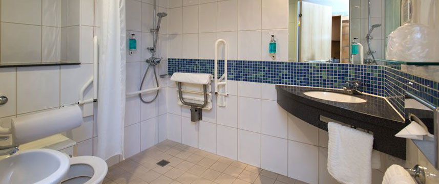 Holiday Inn Express Newcastle City Centre - Accessible Bathroom