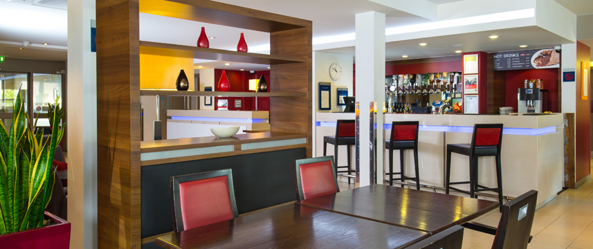 Holiday Inn Express Oldbury M5 Jct 2 Bar Area
