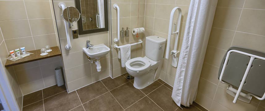 Holiday Inn Gatwick Worth - Accessible Bathroom