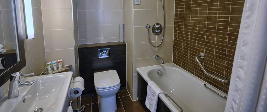 Holiday Inn Gatwick Worth - Bathroom
