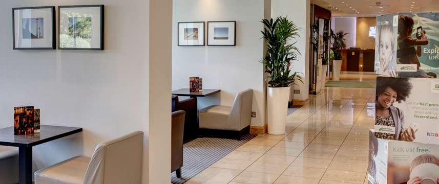 Holiday Inn London - Gatwick Airport - Lobby