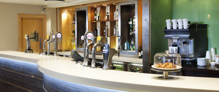 Holiday Inn London Heathrow M4 Jct4 Bar
