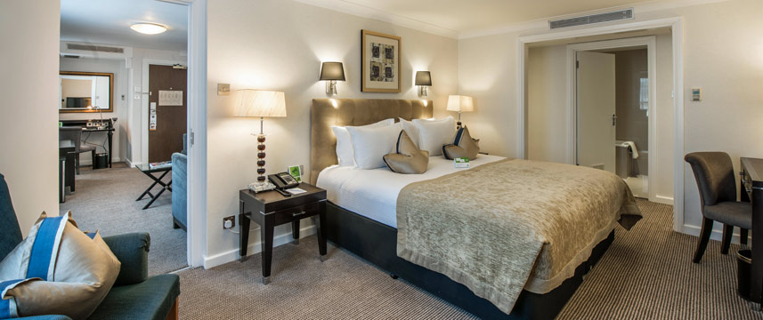 Holiday Inn London Kensington - Executive Suite Bed Room