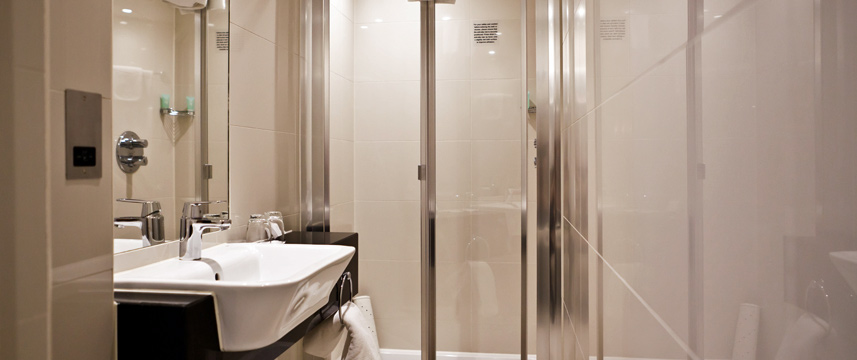 Holiday Inn London Kensington - Superior Bathroom