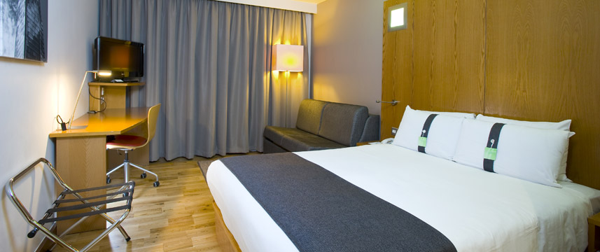 Holiday Inn London West - Family Room