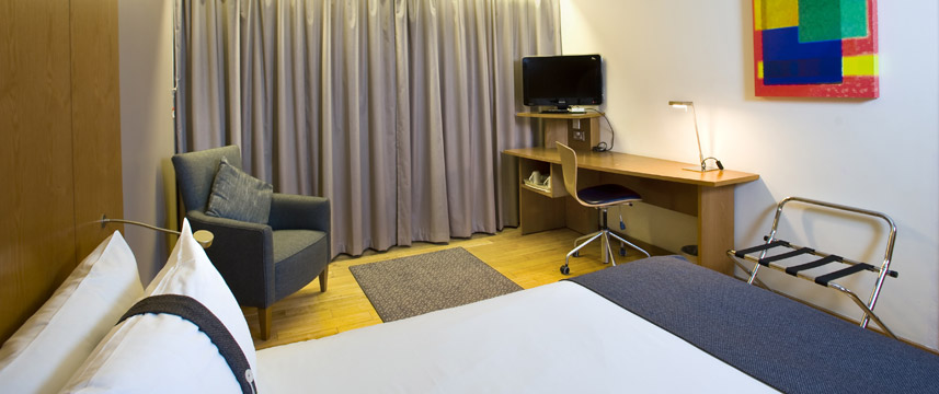 Holiday Inn London West - Standard Room