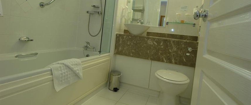 Holiday Inn Manchester West - Bathroom