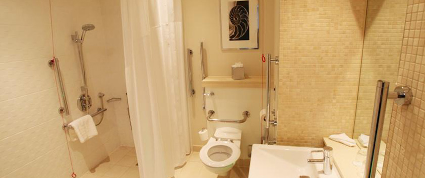 Holiday Inn Reading M4 Jct10 - Accessible Bathroom