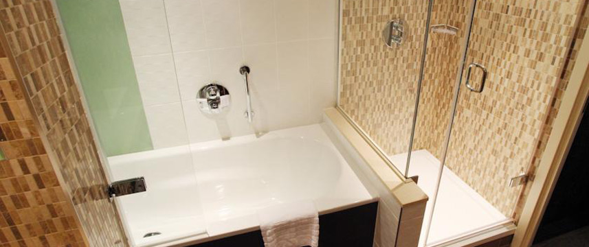 Holiday Inn Reading M4 Jct10 - King Suite Bathroom
