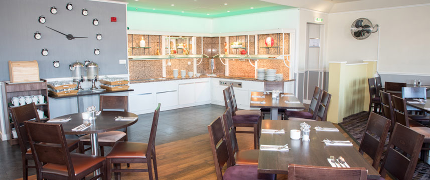 Holiday Inn Slough Windsor - Breakfast Tables