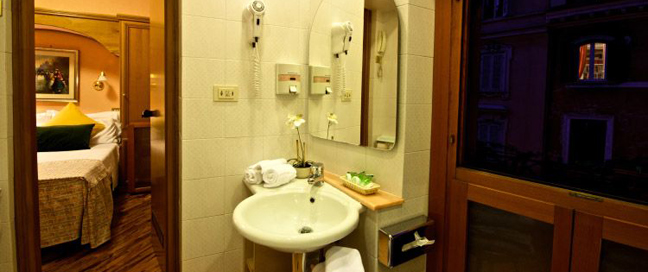 Hotel Concordia - Bathroom