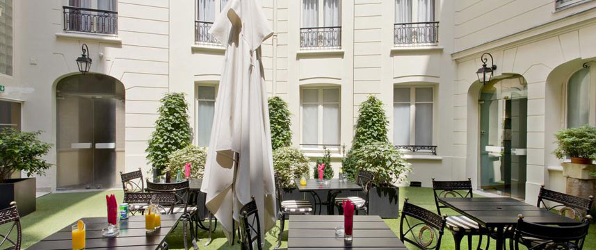 Hotel Elysees Union - Courtyard