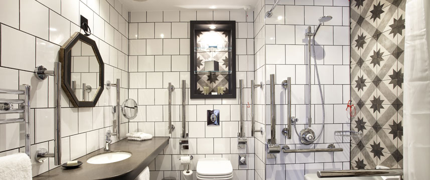 Hotel Indigo York - Accessible Bathroom
