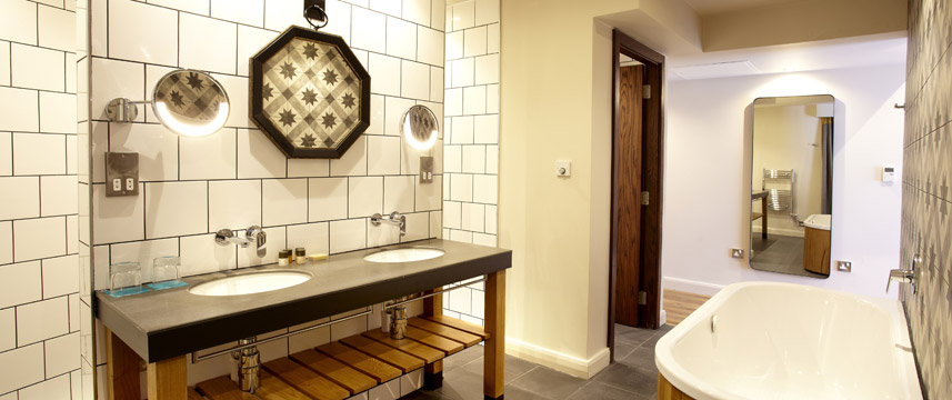 Hotel Indigo York - Premium Bathroom