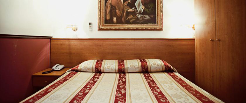 Hotel Saturnia - Double Bedroom