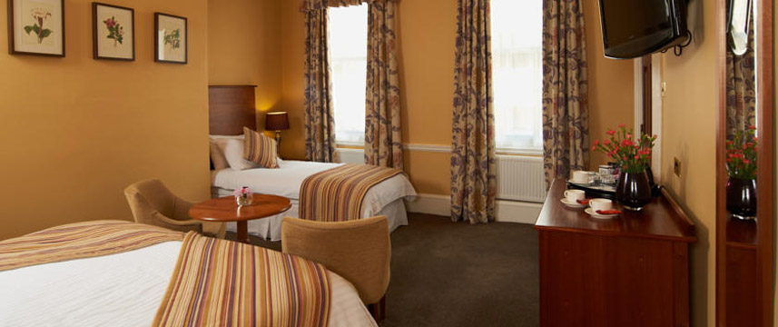 Lady Anne Middletons Hotel - Deluxe Triple Room