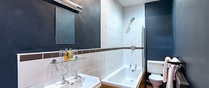 Lamb and Lion  Inn Deluxe Bathroom