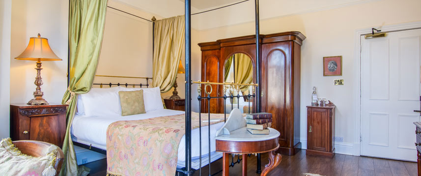 Marmadukes Town House Hotel - Four Poster Bed