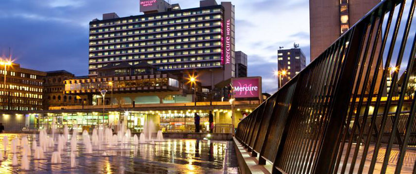 Mercure Manchester Picadilly Exterior Night
