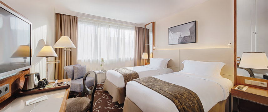 Movenpick Hotel Paris Neuilly Twin Bedroom