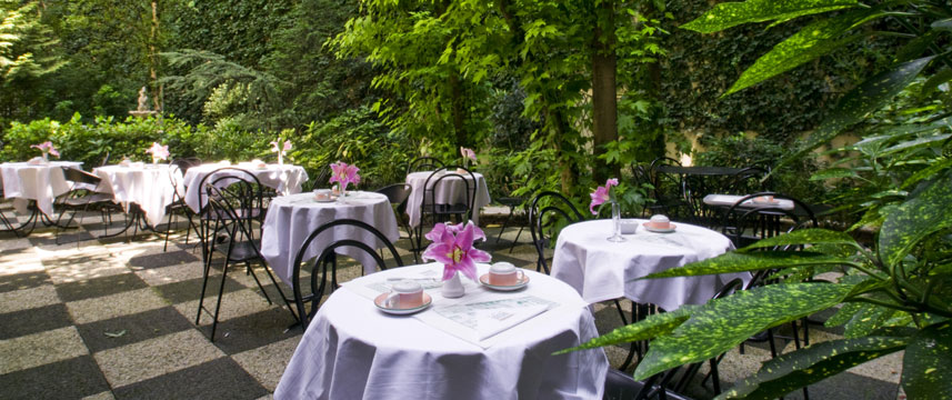Opera Cadet - Outdoor Dining