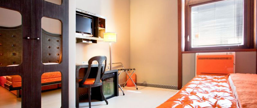Orange Hotel - Bedroom