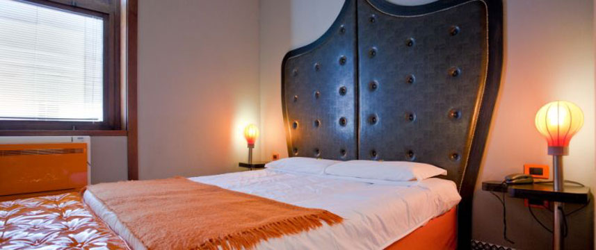 Orange Hotel - Queen Bed