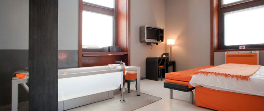 Orange Hotel - XLarge Room
