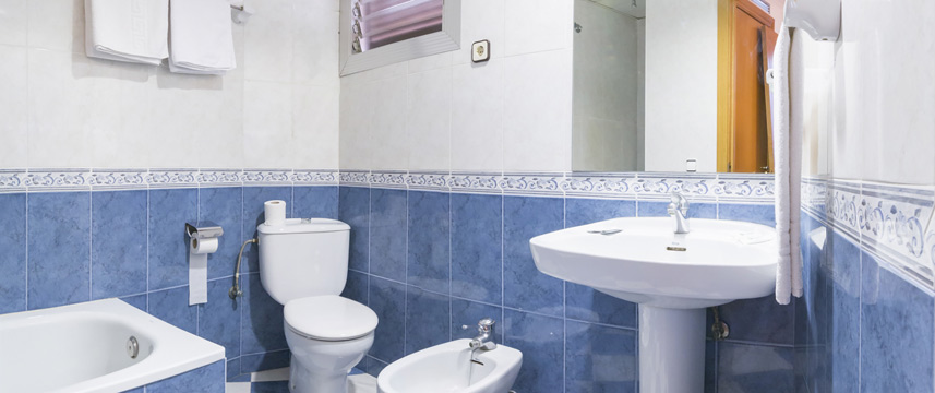 Pension Miami - Ensuite Bathroom