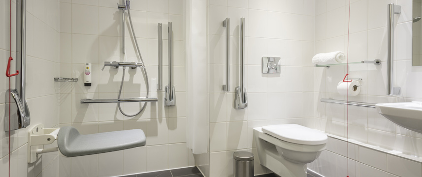 Point A London Canary Wharf - Accessible Bathroom