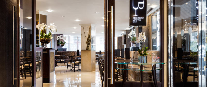 Radisson Blu Edwardian Berkshire - Lounge Bar Entrance