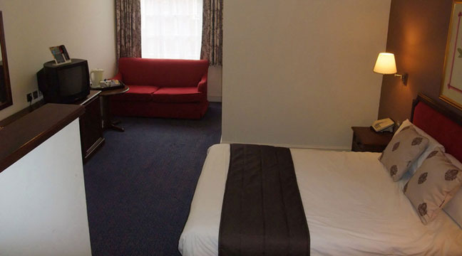 Ramada Crawley Gatwick - Family Quad
