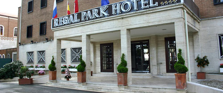 Regal Park Hotel - Entrance