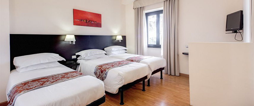 Regal Park Hotel - Triple Room