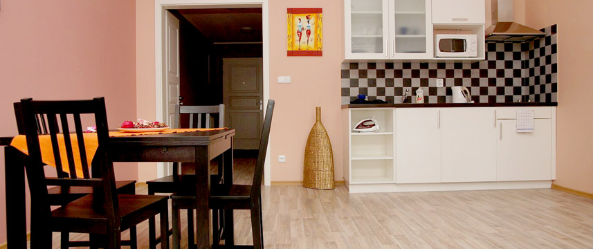 Royal Court Apartments - Prague - Family Kitchen