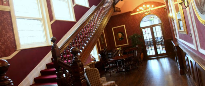 Royal Exeter Hotel - Staircase