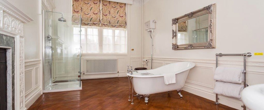 Rushton Hall Hotel and Spa - Bathroom