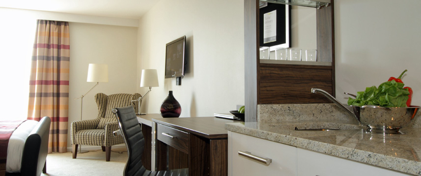 Staybridge Suites London Stratford - City Suite Seating