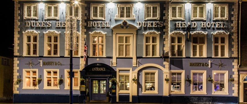 The Dukes Head - Exterior Night