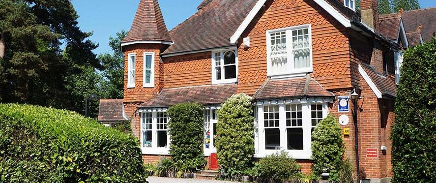 The Lawn Gatwick Guest House - Exterior