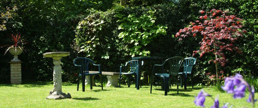 The Lawn Gatwick Guest House - Tables