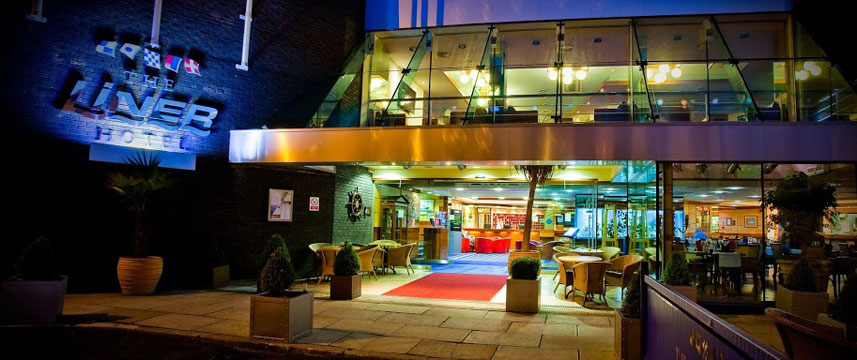 The Liner Hotel - Entrance Night
