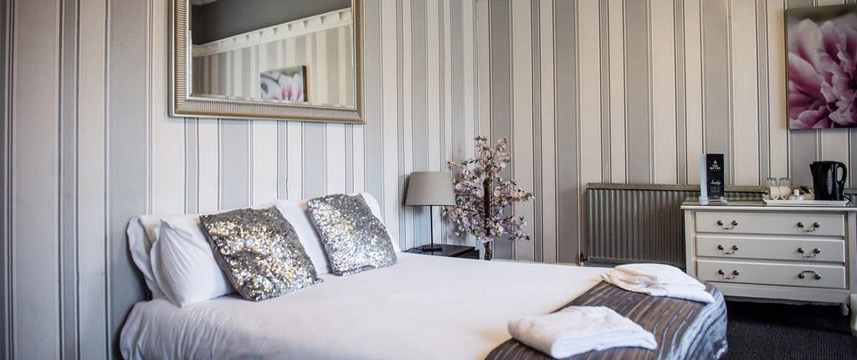 The Mitre Hotel - Double Bedroom