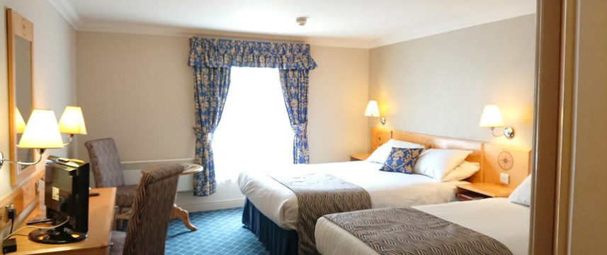 The Queens Hotel - Twin Bedded Room